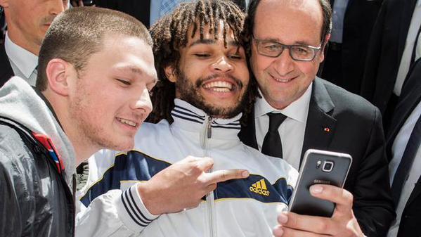 selfie-hollande-doigt-honneur